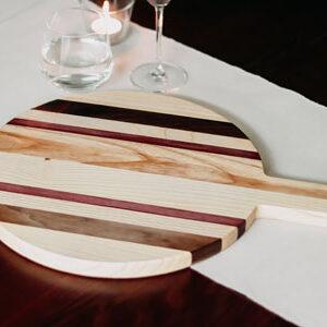 Houten pizzaplank met verschillende soorten hout